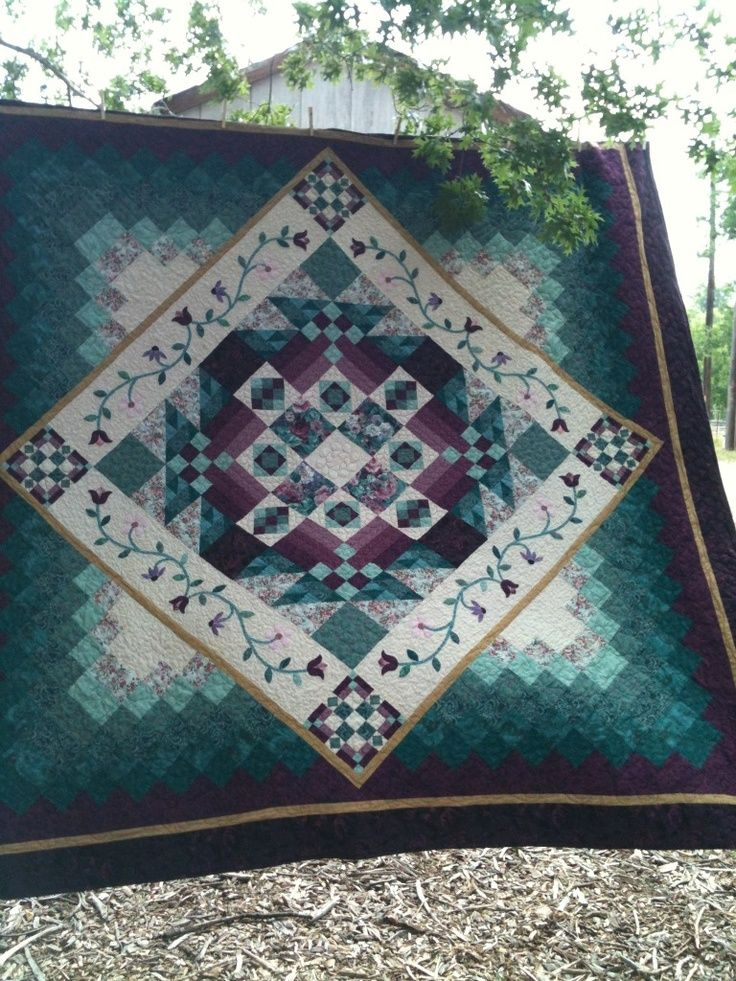 """I love this medallion. 9 Patch on point quilt from """"goldsberry921"""" album on photobucket.."""