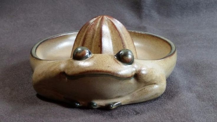 Vintage Mid-Century Frog - Pottery / Stoneware Juicer,, UCCI Japan -  Mint!