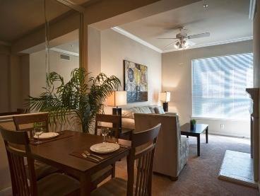 910 Texas Street Dining Room
