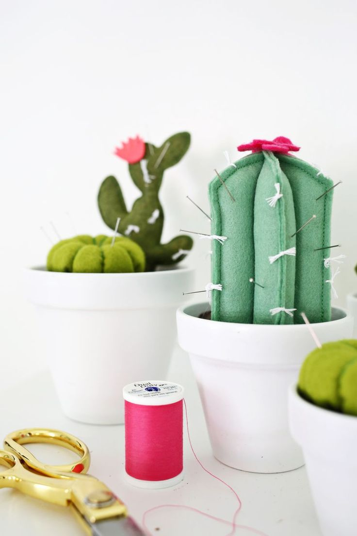 Adorable! cactus pincushion DIY