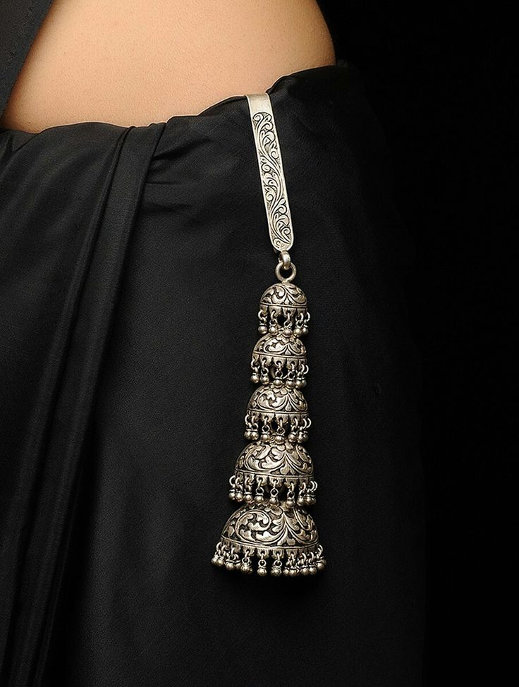 Beautiful chabi chhalla, but should be inserted just at the edge of the pleats. Not only it looks better, it also activates acupressure points on the waist which act to keep the throat clear of phlegm, thereby keeping the voice clear & reducing the urge to clear the throat frequently. It may however require a heavier ornament with a wider & longer hook work effectively.