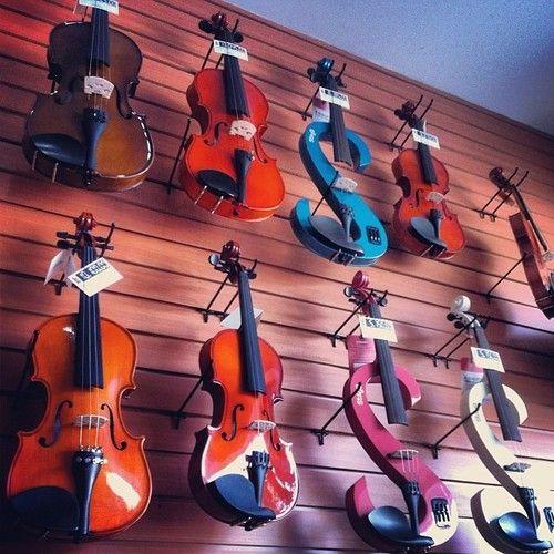 """""""El violín, para mi es un ser vivo puesto que tiene una voz, que depende no obstante del modo que ud. Le hace cantar""""  - Yehudi Menuhin  #Reflexión #Reflexiones #Music #Música #Violin"""