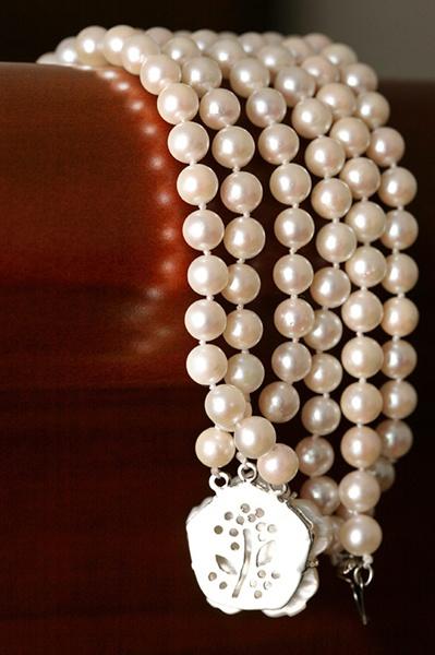 Bridal jewelry - Grandma's Pearls - AnnasWeddings.com   New York and NJ Wedding Photography