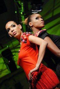 Ethical Fashion Show, défilé, Moda Fusion - Ethical fashion show, mode éthique, développement durable, bien consommer - Dessinée par Odely Teboul, la collection Moda Fusion est un exemple de créativité maîtrisée alliée à un savoir-faire perpétué par des femmes des favelas du Brésil. Contactez...