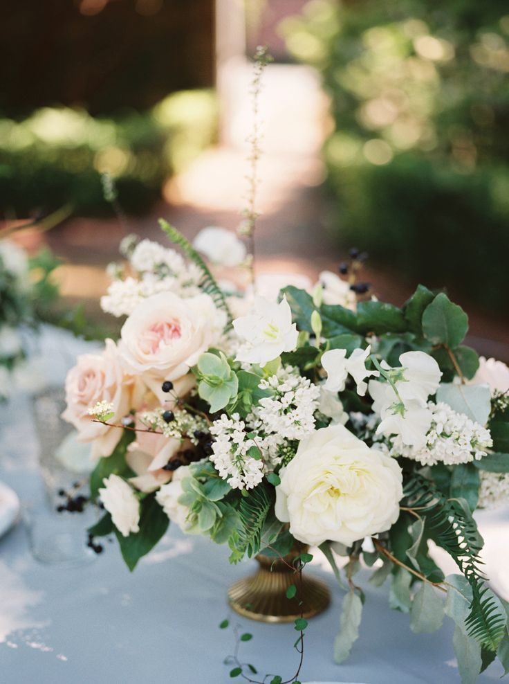 Blush and ivory florals by Rosegolden Flowers, image by Leslie Hollingsworth Photography. #wedding