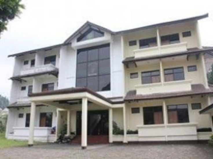 Bandung Diamond Hotel Lembang Indonesia, Asia Located in Lembang, Diamond Hotel Lembang is a perfect starting point from which to explore Bandung. Featuring a complete list of amenities, guests will find their stay at the property a comfortable one. All the necessary facilities, including car park, room service, are at hand. Designed for comfort, selected guestrooms offer television LCD/plasma screen, desk, balcony/terrace, shower, seating area to ensure a restful night. The h...