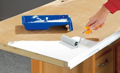 Egal ob Türblatt Renovierung oder den Türbeschlag Austausch: Das kann man selbst machen. Wir zeigen, wie man eine Zimmertür reparieren kann.