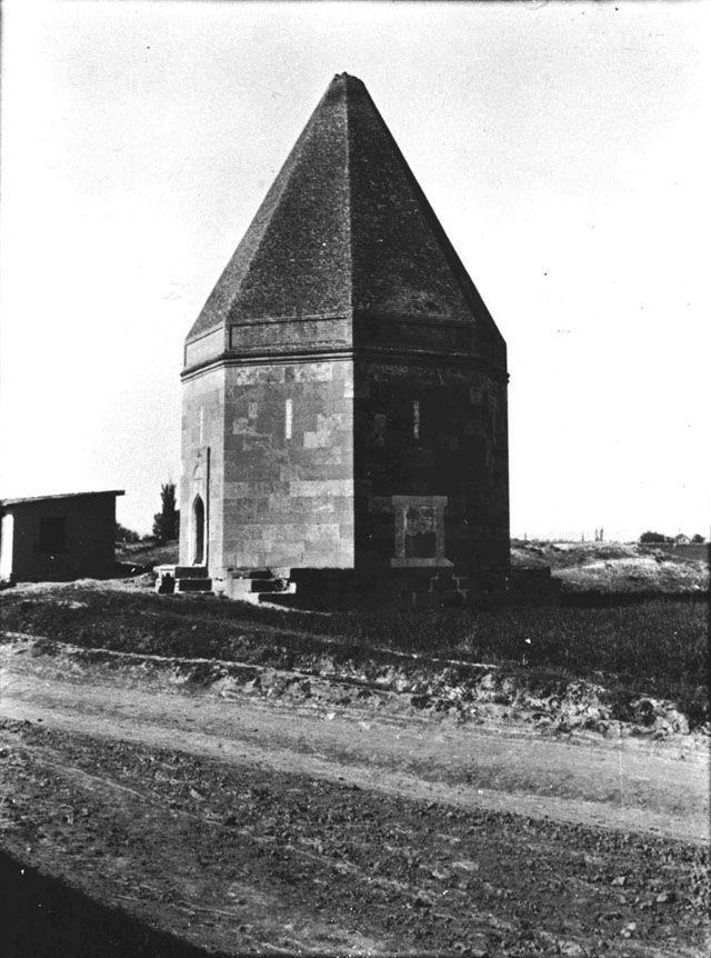Konya Alâeddin Camii Kılıçarslan Türbe.Date taken: May 1905 Photographer: Gertrude Bell Location: Konya - Turkey. Subject date: 1188