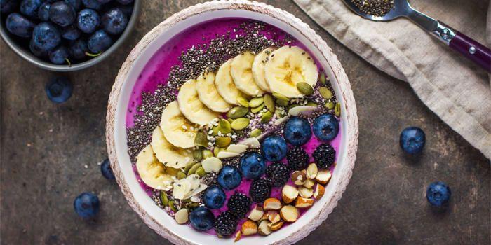 Banana Berry Smoothie Bowl | BeachbodyBlog.com