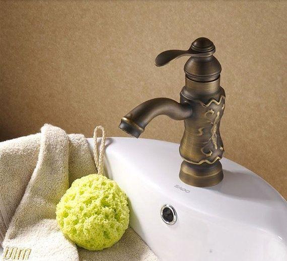 wasserhahn f r badezimmer oder k che im antiken von. Black Bedroom Furniture Sets. Home Design Ideas
