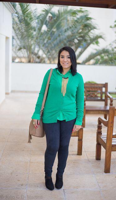 Camisa verde + cardigã verde no look do dia