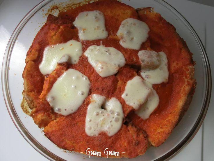 Pizza di pane | Ricetta riciclo avanzi di pane