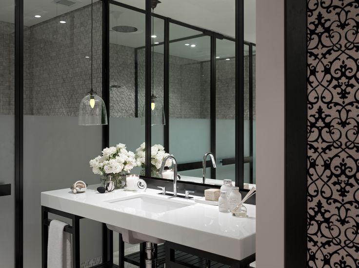 Bathroom at Four Seasons Hotel, Sydney / Bates Smart
