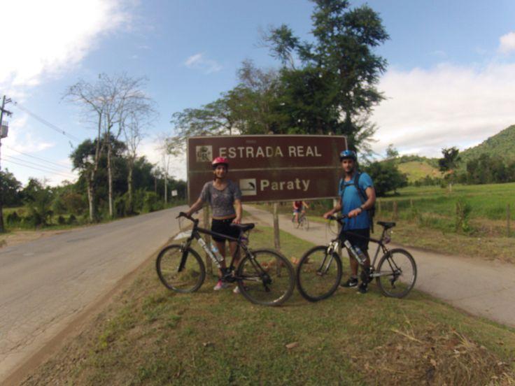 Bike Tour em Paraty com casal da Inglaterra que pedalaram aproximadamente 25km, conhecendo a cidade e seus arredores visitando as cachoeiras