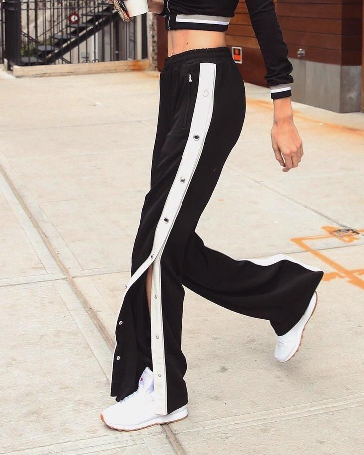 Как носить брюки с лампасами?