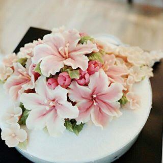 글로벌플라워디자인협회 케이크하우스림-Rice flower cake class Studio Address: 서울 마포구 서교동  Kakao Take I.D : rose3773 wechat I.D : rosecake1524 Line I.D : rosecake1524