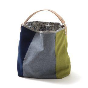 Saco pequeno – Mala estilo saco em tecido, forrada. Alça em couro natural. Pode ser usado no ombro ou no braço. Handmade - numerado.Medidas: 42 x 31 x 14 cm