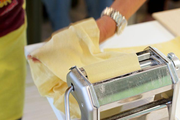 """""""Una donna che sa fare la pasta a regola d'arte ha un prestigio che resiste anche oggi a qualsiasi altro richiamo dei tempi."""" - Sophia Loren - In cucina con amore"""