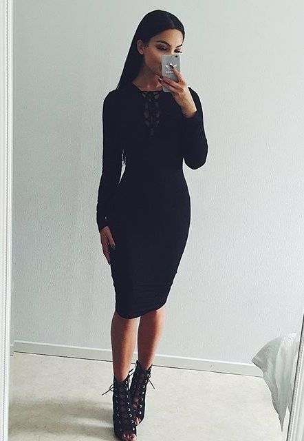 Love the crisscross detail on the front of this dress. Also the length is perfection! From work to date night in no time.
