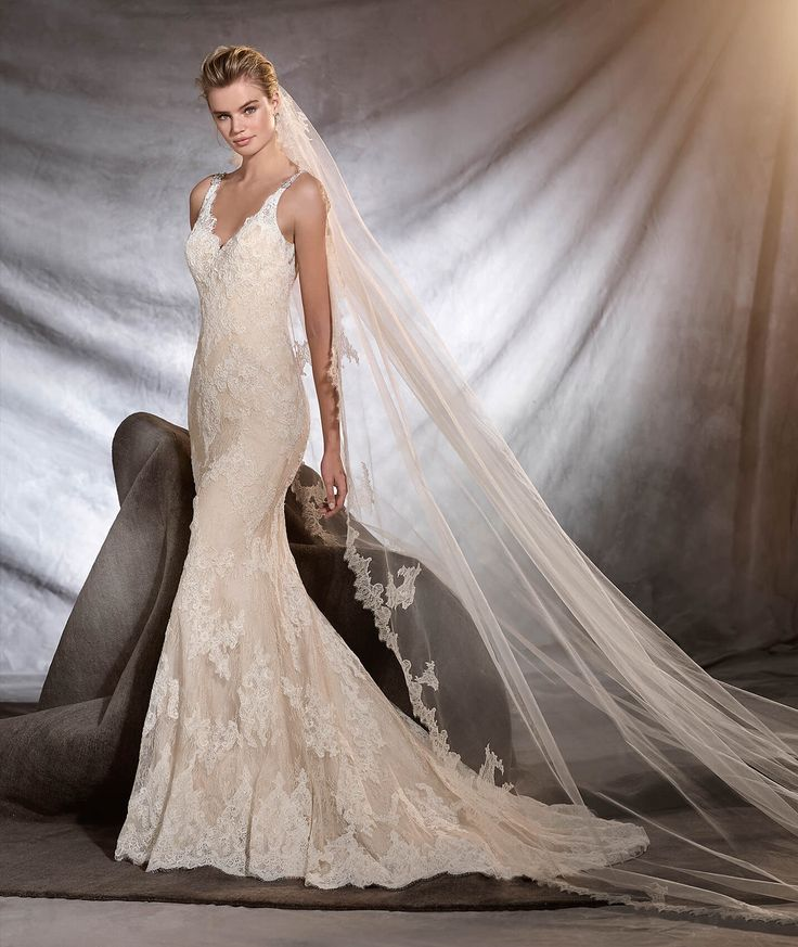 Romantic wedding dress that flares out from the hips. This captivating mermaid dress sculpts the body and has a strappy neckline. A wonderful Chantilly dress with lace motifs and gemstone embroidery. An unforgettable jewel of a dress.