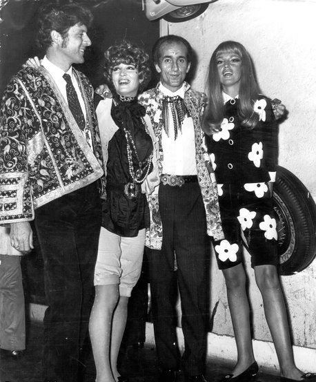 Paul and Talitha Getty with friends (1966)