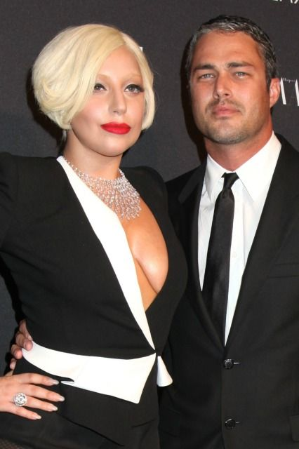Ahh! Lady Gaga is engaged and her ring is GORGEOUS!