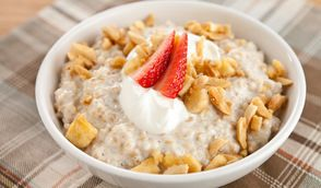 Creamy Oatmeal with Banana Nut Topping