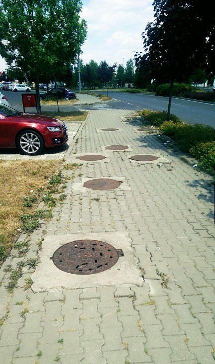 #OnlyinRomania | Pentru că un canal nu este niciodată de ajuns. Ăsta trebuie să fie un sistem de canalizare foarte eficient?! | Because one manhole…
