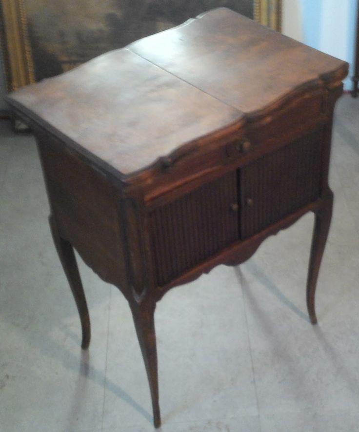 Le vide grenier de didou la brocante ancien chevet rideau for Coiffeuse meuble ancien