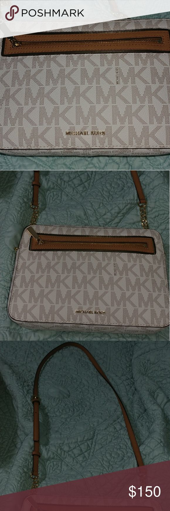 🎉FINAL SALE🎉 Michael Kors crossbody handbag Barely used, mint condition. Need cash for marriage. Michael Kors Bags Crossbody Bags
