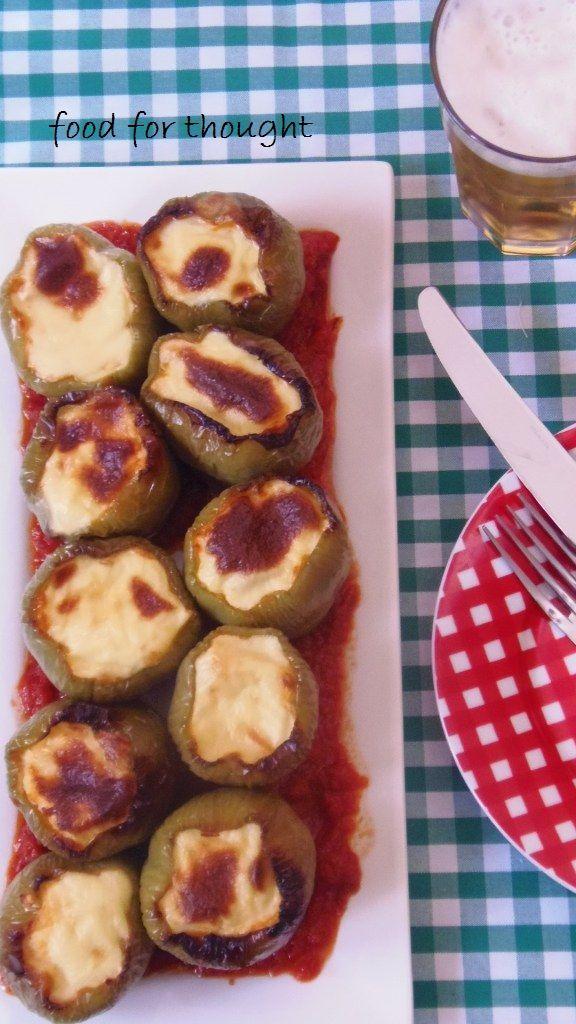 Food for thought: Πιπεριές γεμιστές με τυριά, ζαμπόν και μπεσαμέλ