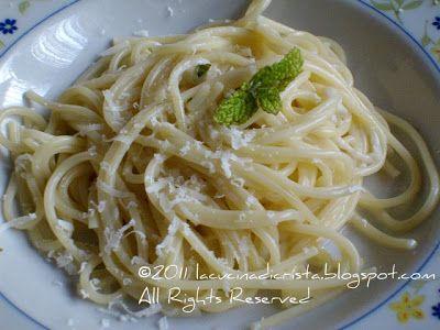 Cacio e pepe al profumo di menta - Italian cheese and pepper pasta with mint - Paste cu pecorino, piper si menta