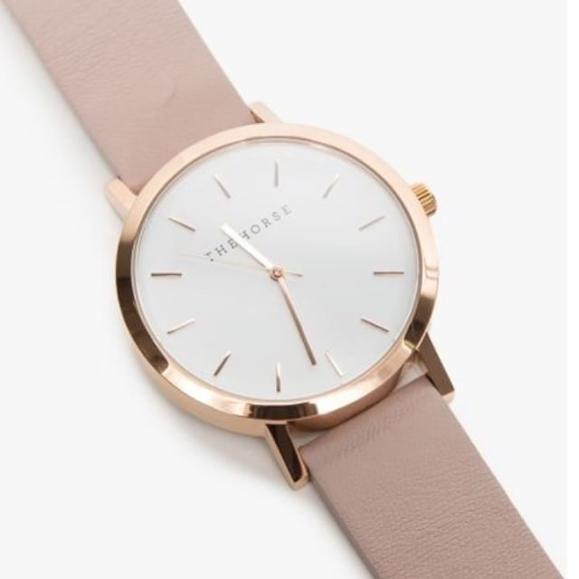 Nude watch with golden details