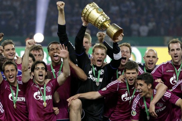 S04 mit dem DFB Pokal