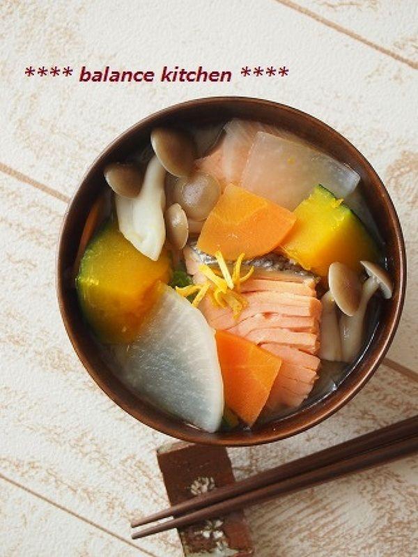 冬至にも 時短&出汁不要。かぼちゃと鮭の柚子味噌汁 by 河埜 玲子 ...