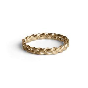 Lille Fletring i mat, forgyldt sterling sølv. Ringens 3 tråde snor sig smukt om fingeren. Brug fx Fletringen sammen med andre tynde ringe på samme fingerled.