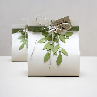 125 best diy cardboard gift box images on pinterest boxes gorgeous gift box idea for some chocolates or treats with mistletoe cut from card string negle Images