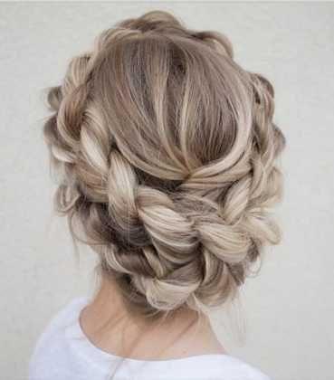 Kumsal düğünleri için özel saç modelleri