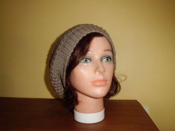 """Bonnet beige  Voici 2 bonnets tombant que j'ai eu le plaisir de réaliser, avec son joli point fantaisie """" Puff Stitch """", très facile à faire , qui donne du relief et de l'épaisseur . Il est orné d'une large bordure de 6 cm , en mailles serrées ! Bonnet..."""