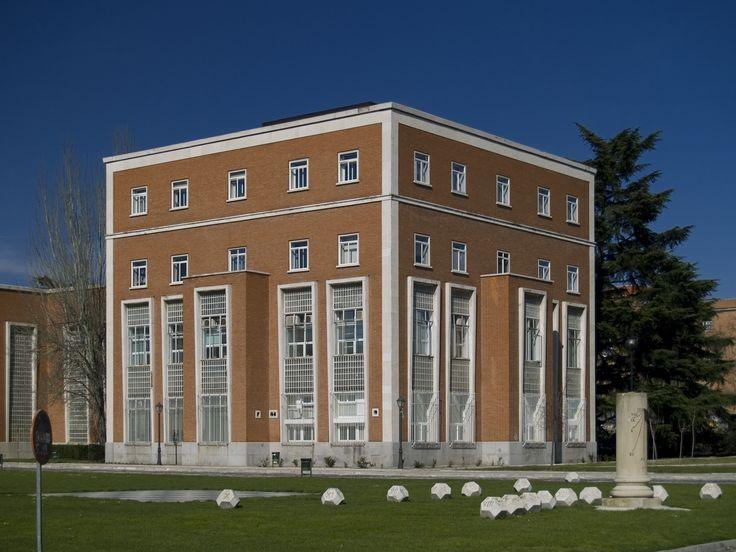 17 best images about arquitectura en madrid on pinterest for Universidad complutense de madrid arquitectura