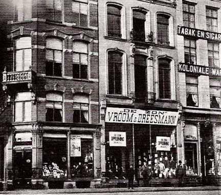 Vroom en Dreesmann rond 1910 aan de Grote Markt hoek Broerstraat , Nijmegen