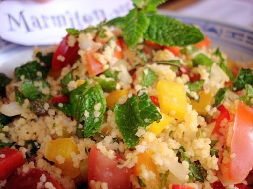 poivre, citron, tomate, oignon blanc, huile d'olive, raisins secs, persil, sel, menthe, poivron, boulgour