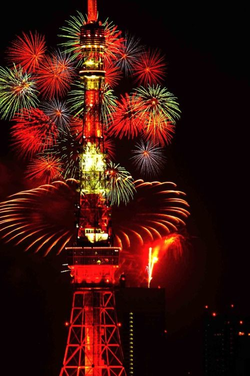 Tokyo tower's fireworks-2 by hirobamboo