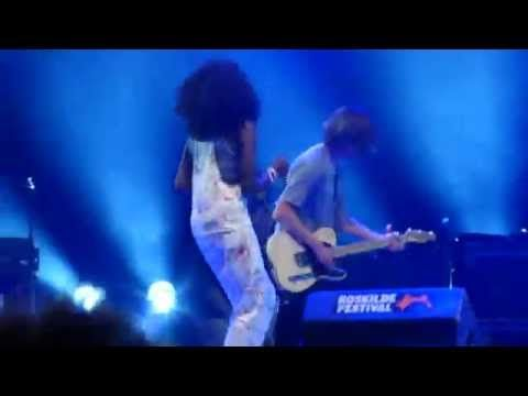 Africa Express w/ Bo Madsen - Comforting Sounds Jam (Live @ Roskilde Festival, July 4th, 2015) - https://youtu.be/9XkuLtv4qa4