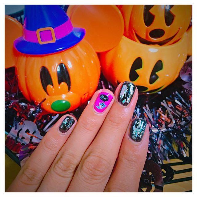 HappyHalloweenネイル💅🎃 * #ジェルネイル #ウィークリージェル #homei #プチプラ #ネイル #セルフネイル #セルフネイル部 #ネイルシール #ハロウィン #ハロウィンネイル #ホイルネイル #nail #nails #selfnail #halloween #halloween2017 #gelnails #blacknails #halloweennails #halloweennailart #pumpkin
