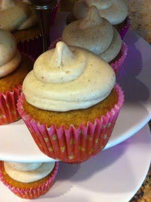 Pumpkin Cupcakes with Cinnamon Cream Cheese Frosting.: Cupcakes Yummmm, Cinnamon Cream Cheeses, Cream Cheese Frostings, Pumpkin Cupcakes, Pumpkins, Cream Chee Frostings, Pink Stampers, Random Pin, Cupcakes Rosa-Choqu