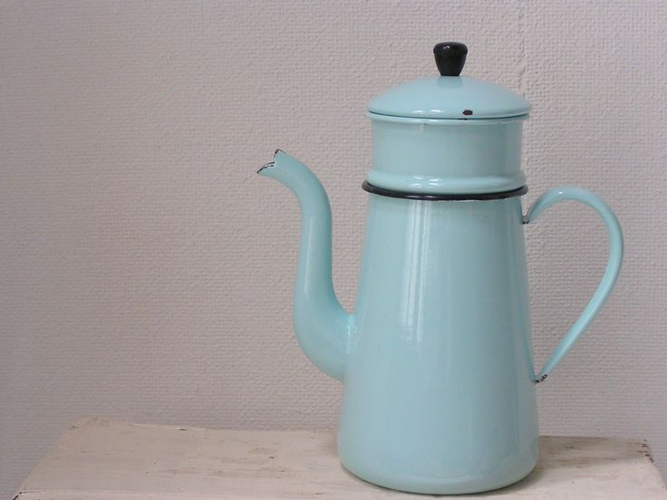 oude licht blauwe emaille koffiekan met filter #blue #coffee #emaille