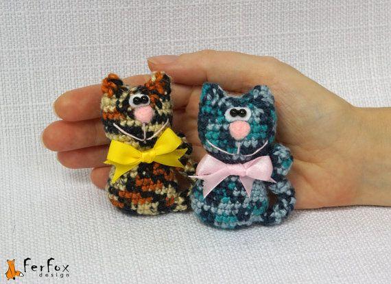 Crocheted Cat Brooch by #FerFoxDesign #cat #brooch #jewelry #pin