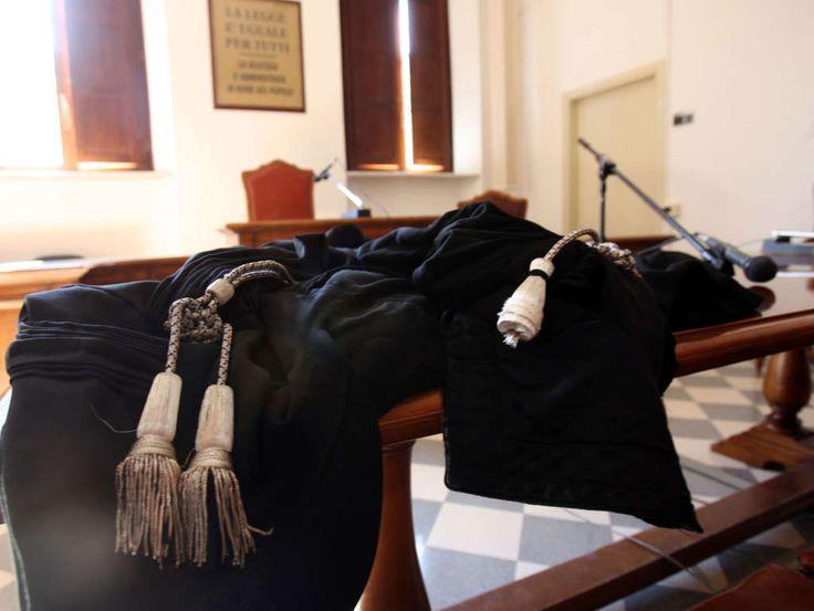 """Santa Maria Capua Vetere: giuramento per """"30 nuovi avvocati"""". a cura di Redazione - http://www.vivicasagiove.it/notizie/santa-maria-capua-vetere-giuramento-per-30-nuovi-avvocati/"""