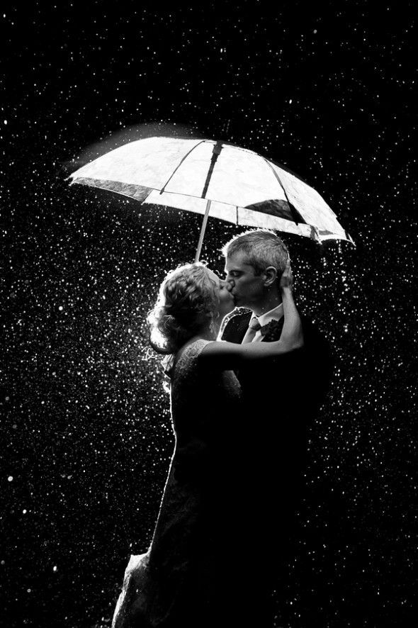 Couple - Portrait - Kiss - Black and White - Photography - Umbrella - Rain - Pose Inspiration
